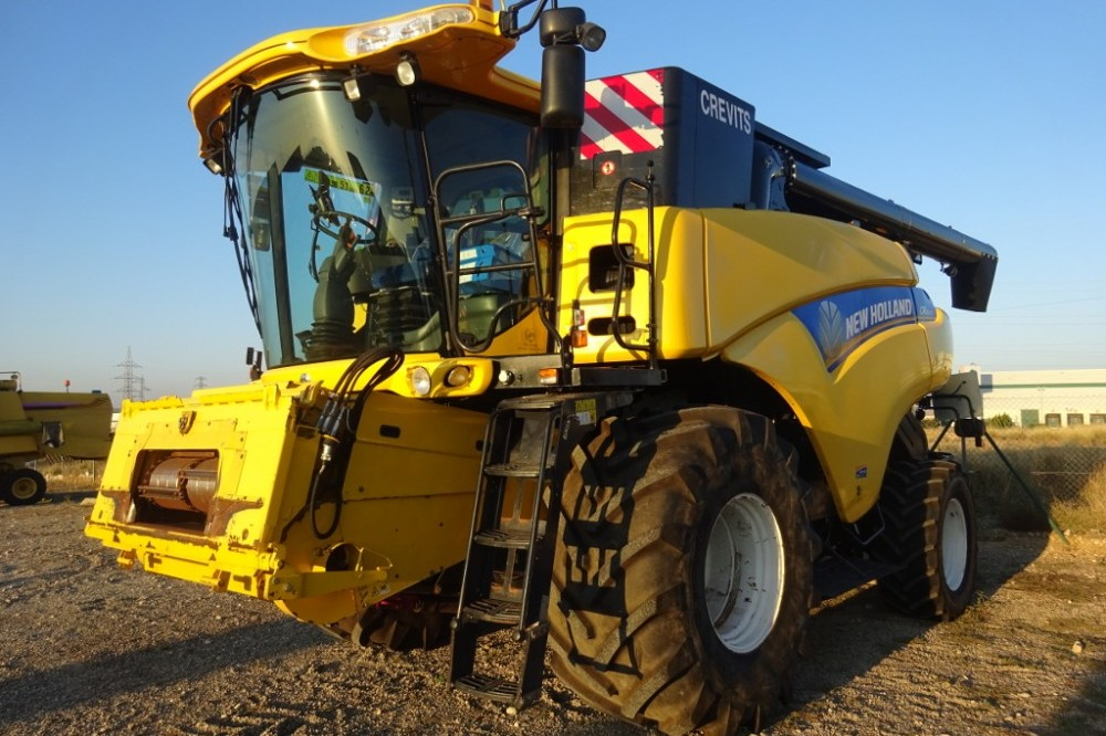 New Holland CR8070