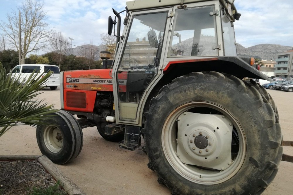 Massey Ferguson 390 Simple