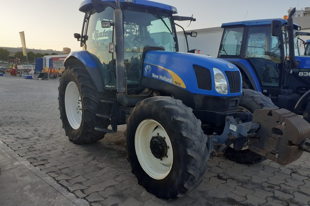TRACTOR NEWHOLLAND TSA135 BT CAB New holland