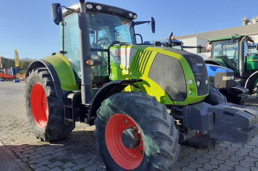TRACTOR CLAAS AXION 820