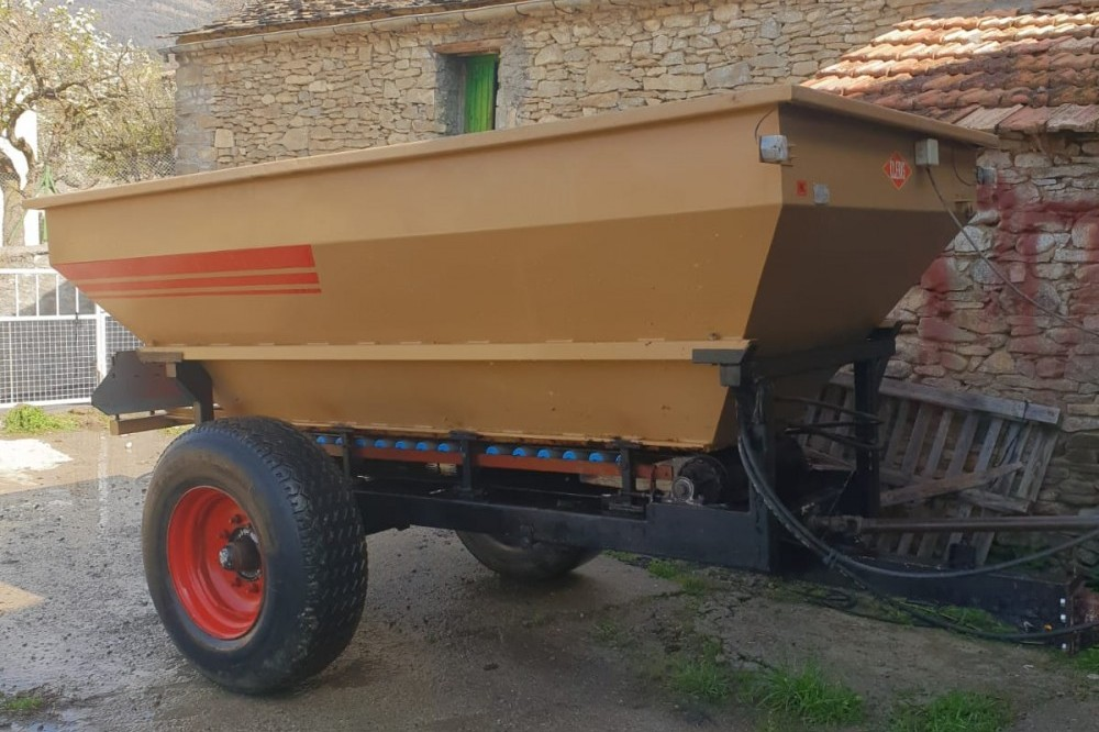 Abonadora cleris 6000kg Cleris