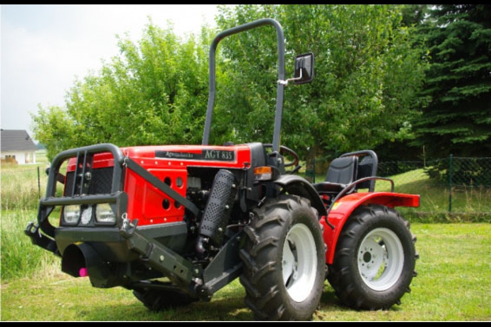 Tractor AGT - 835 27KW ARTICULADO A-M-P Sprayers