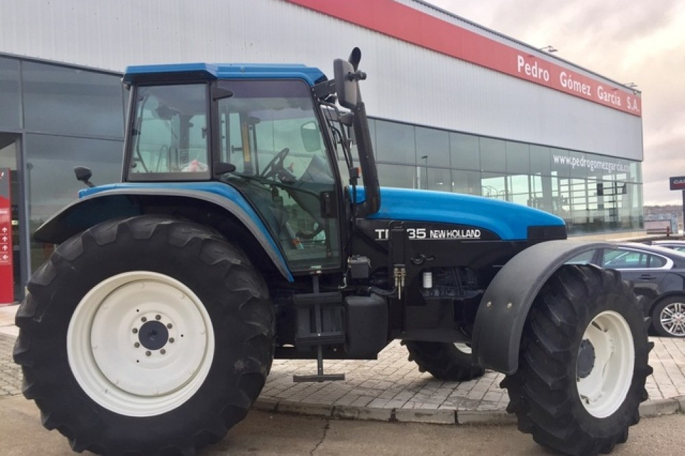 New Holland TM 135  New holland