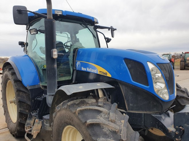 T 7040 New holland