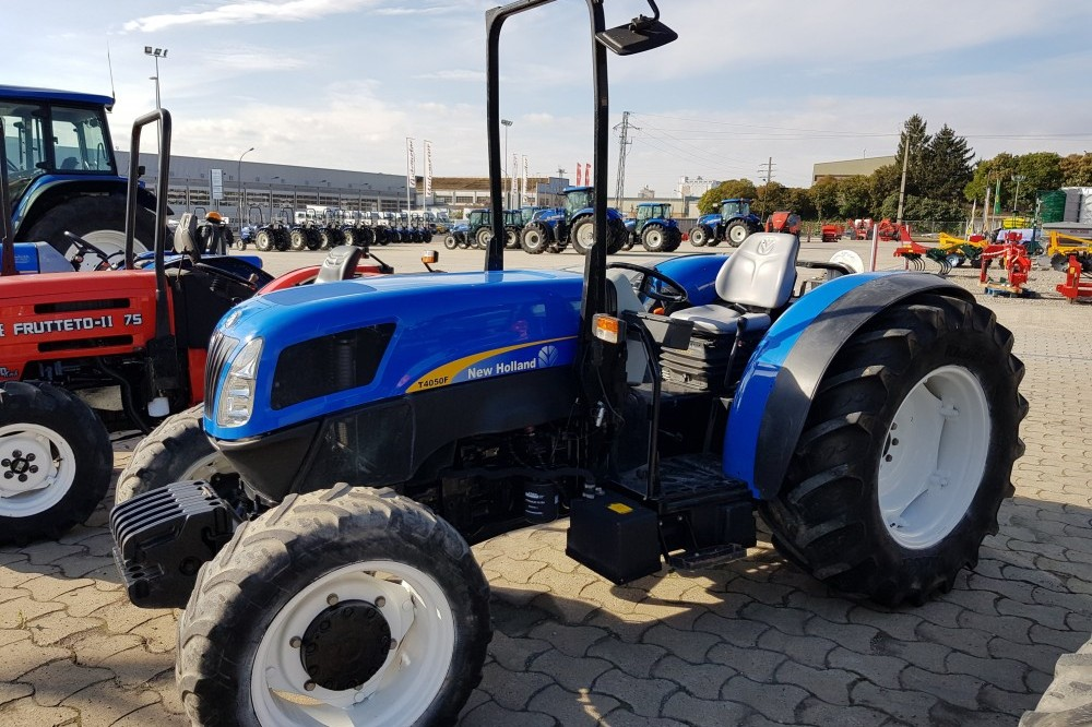 New Holland T4050F